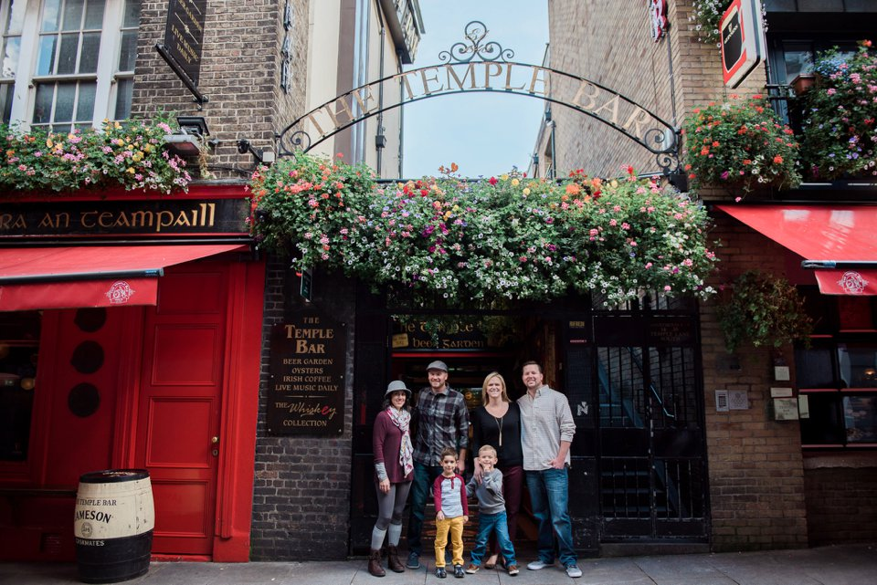 Family photos in Temple Bar in Dublin City