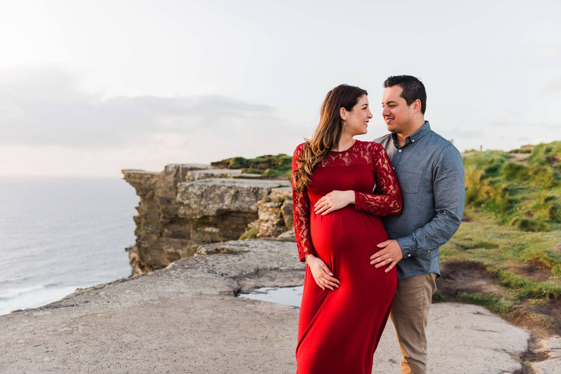 Maternity shoot at the cliffs of moher
