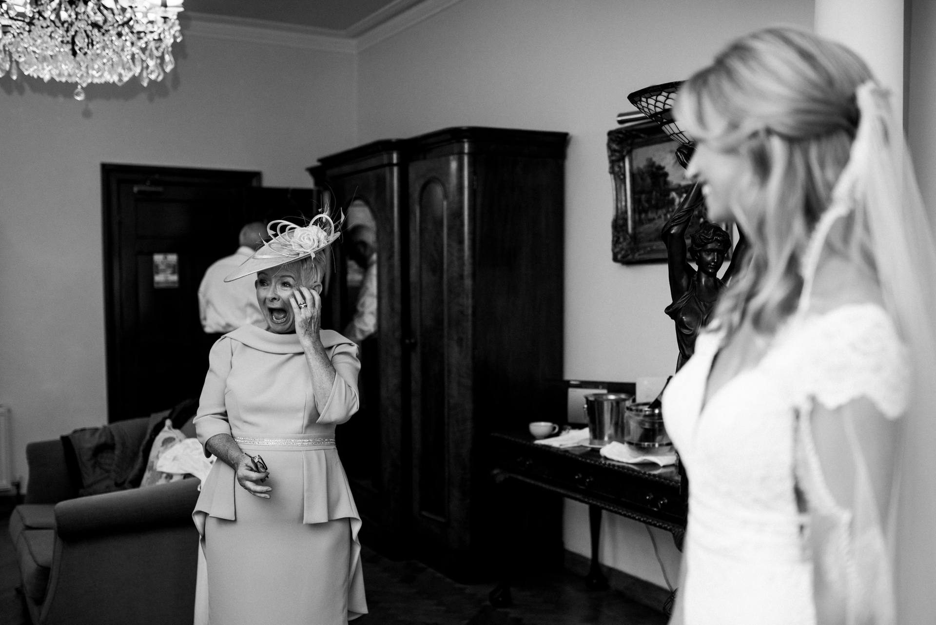 Mother of the bride seeing her daughter and laughing with joy