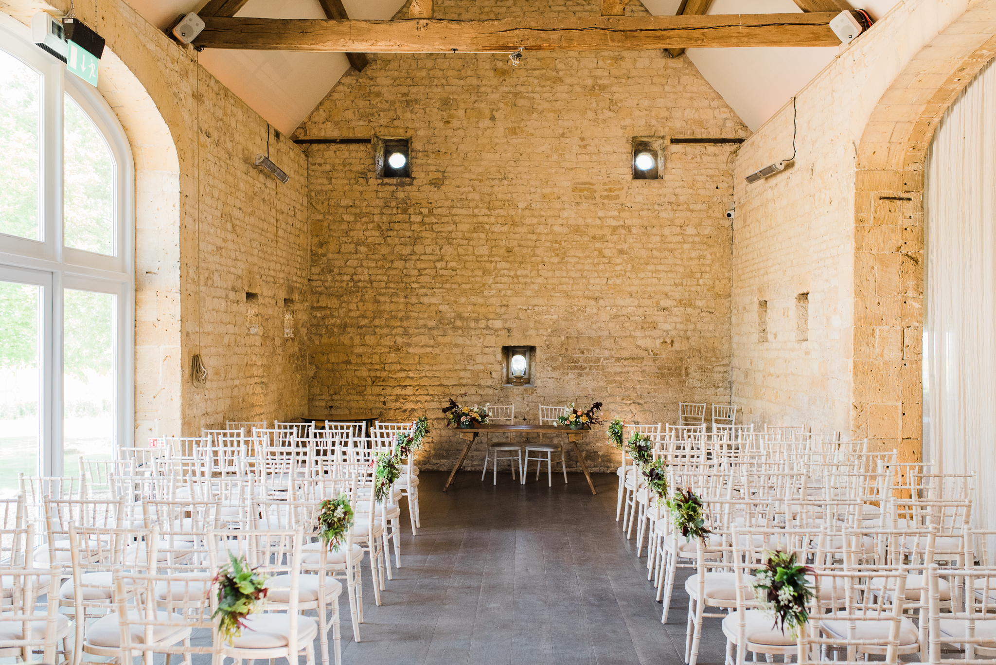 Lapstone Barn wedding ceremony